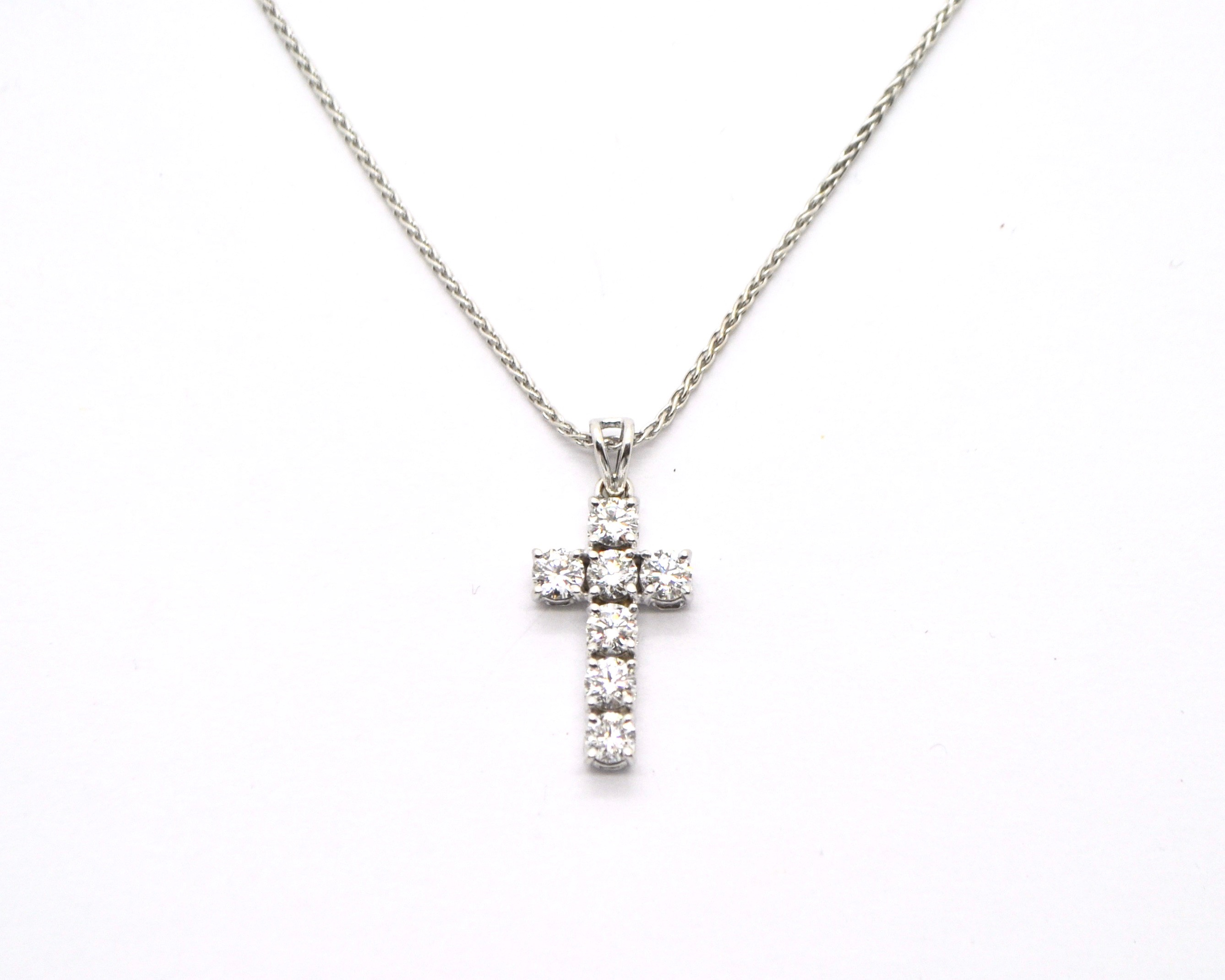 comprare on line 353c9 94339 Collana in oro bianco con croce di diamanti