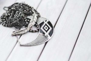 Come pulire gioielli in argento