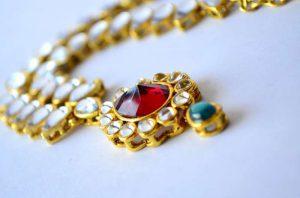 Come pulire gioielli in oro e pietre