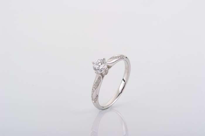 Anelli con diamanti usati